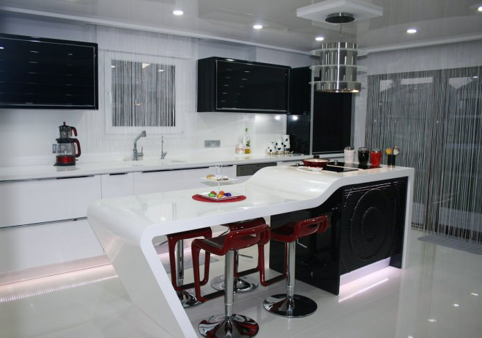 mousseline blanche à l'intérieur de la cuisine