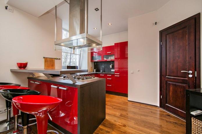 comptoir de bar combiné à l'intérieur de la cuisine