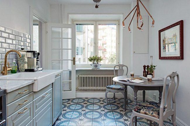 Style scandinave avec des éléments classiques dans la conception de la cuisine