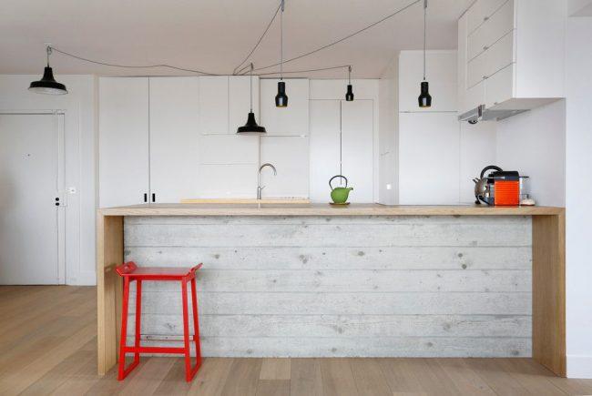 Blanc minimaliste à l'intérieur d'une cuisine scandinave