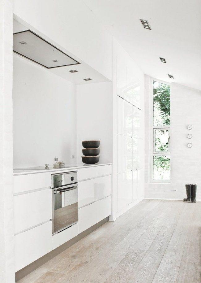 La cuisine blanche de style scandinave est très similaire au style minimaliste