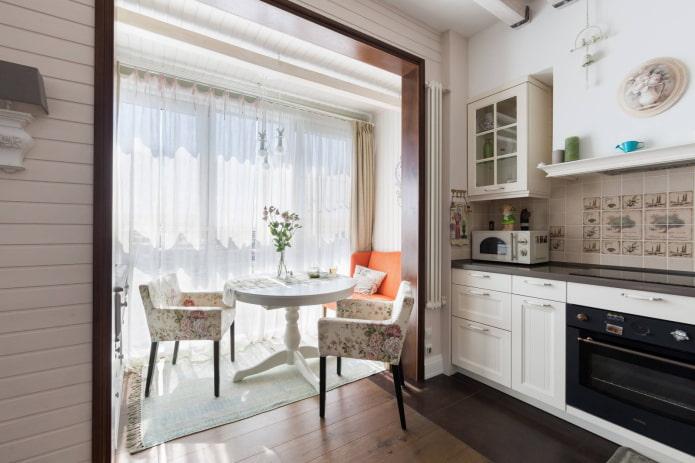 cuisine combinée avec un balcon