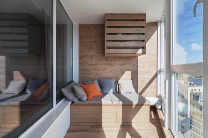 murs en bois sur le balcon