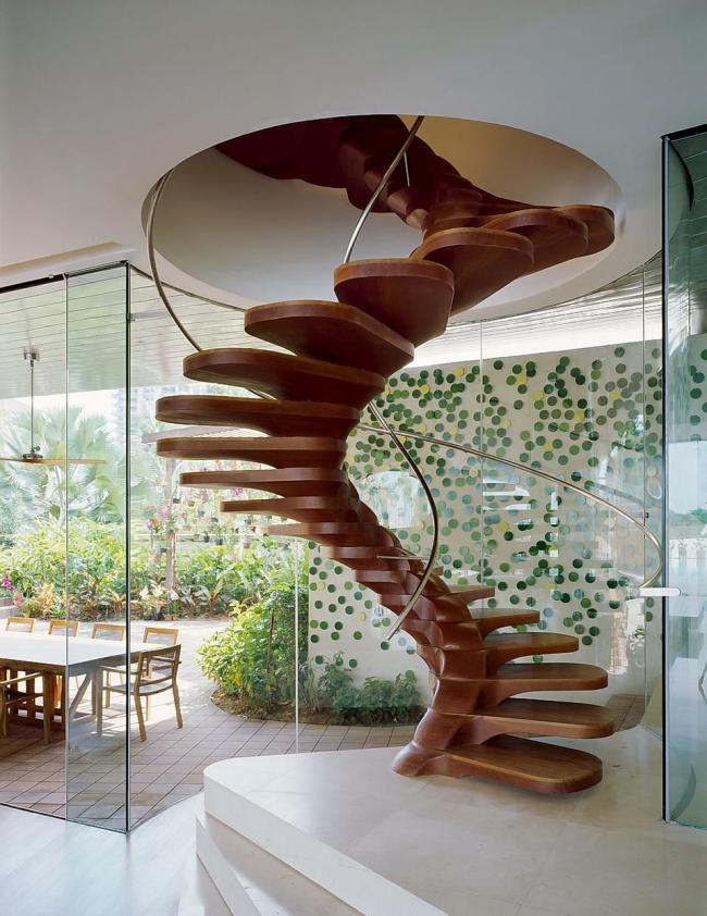 Incroyable conception d'escalier en bois en colimaçon