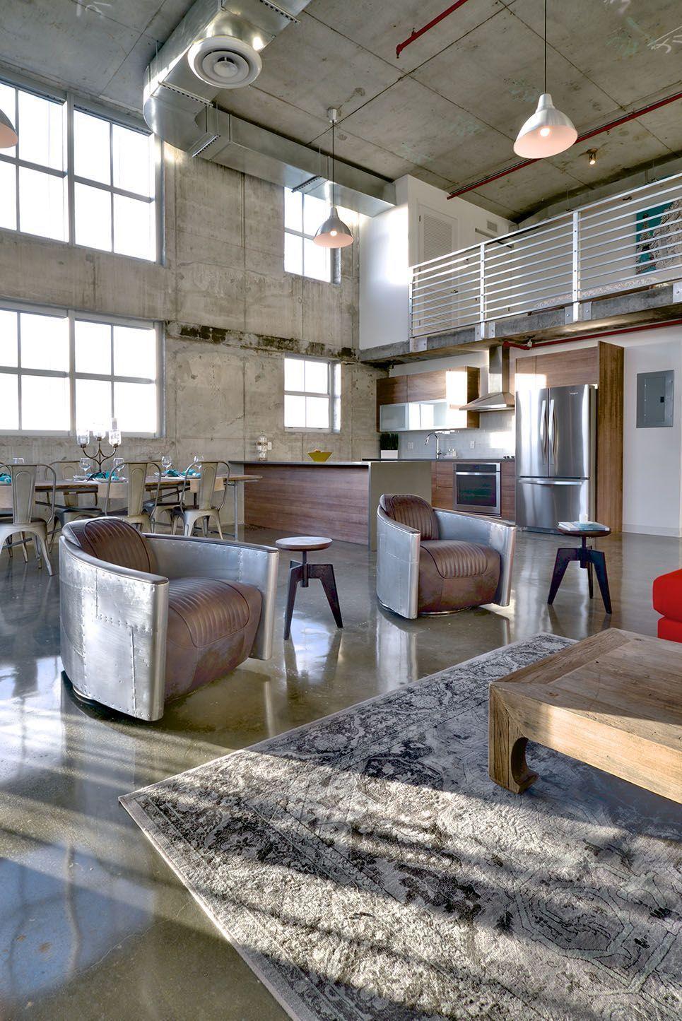 Les grands locaux de l'usine sont devenus un endroit idéal pour organiser à la fois des ateliers d'art et des logements