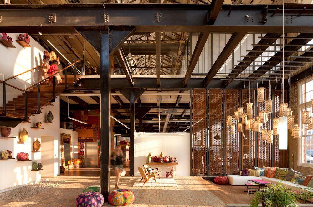 Le loft a pris forme comme un style avec des attributs tels qu'une grande quantité d'espace, de lumière et des éléments du passé industriel des lieux.