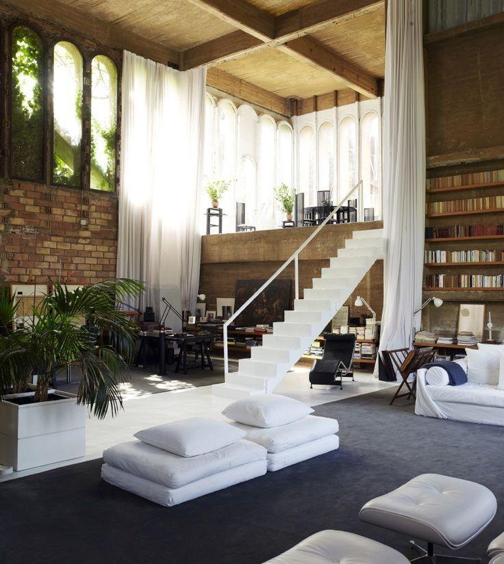 Les hauts plafonds vous permettent d'aménager le deuxième étage sans préjudice de la composition générale