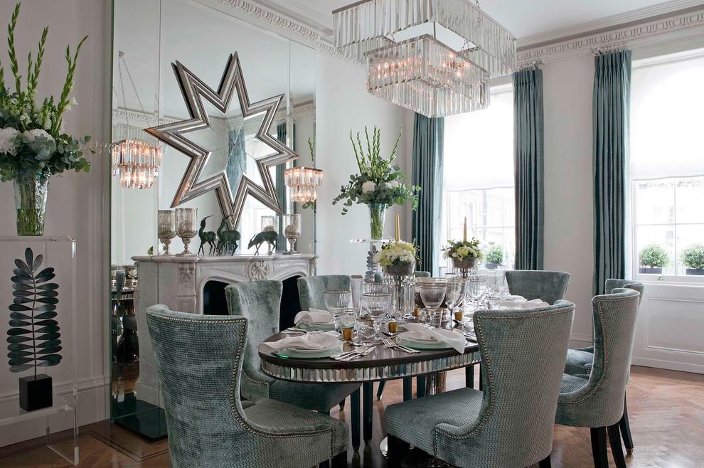 Beau néoclassicisme dans la conception de la salle à manger