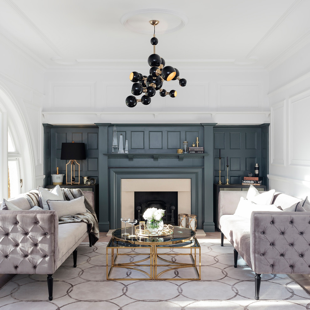 Intérieur de salon contrasté de style néoclassique