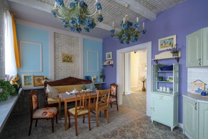 ameublement à l'intérieur de la cuisine de style provençal