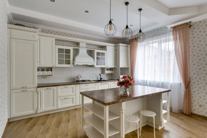Style provençal à l'intérieur d'une cuisine blanche