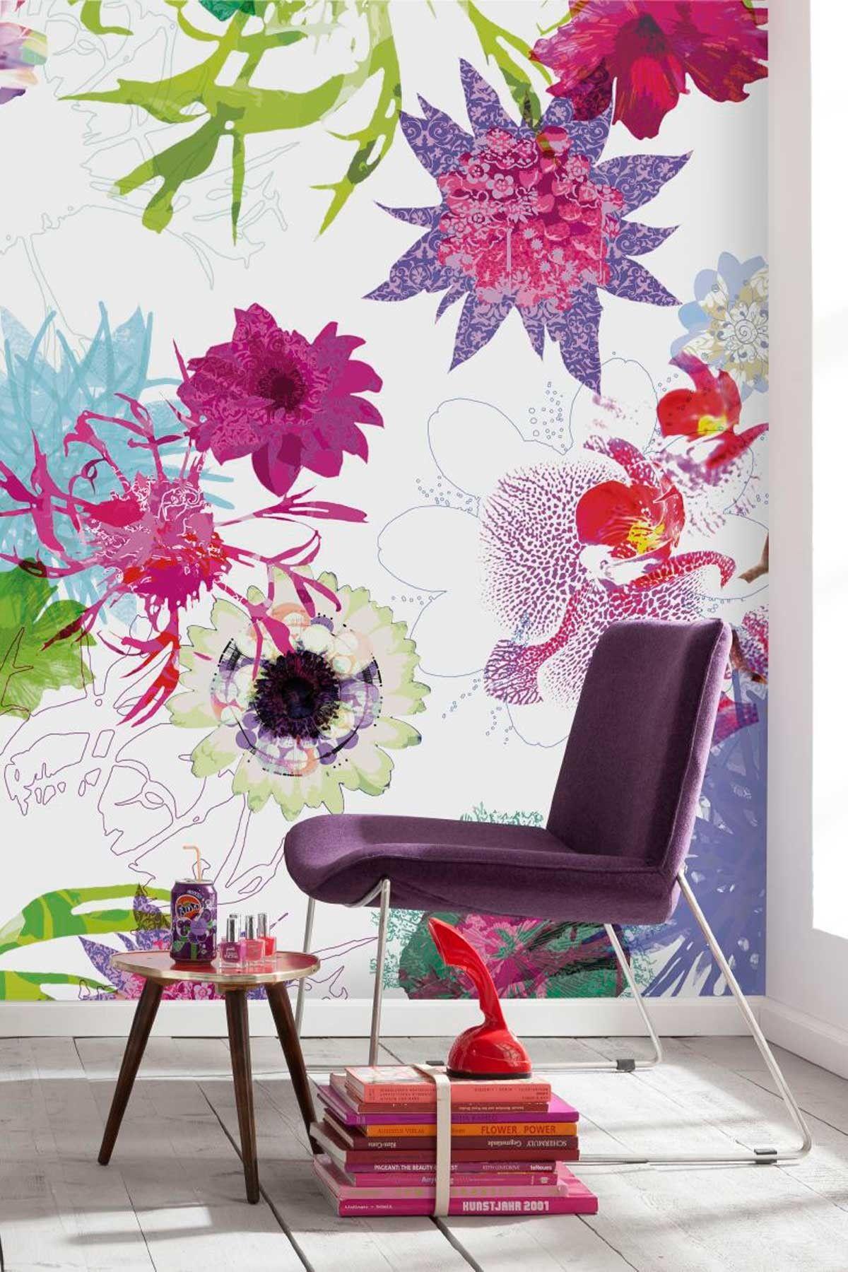 Grand imprimé floral lumineux sur le mur