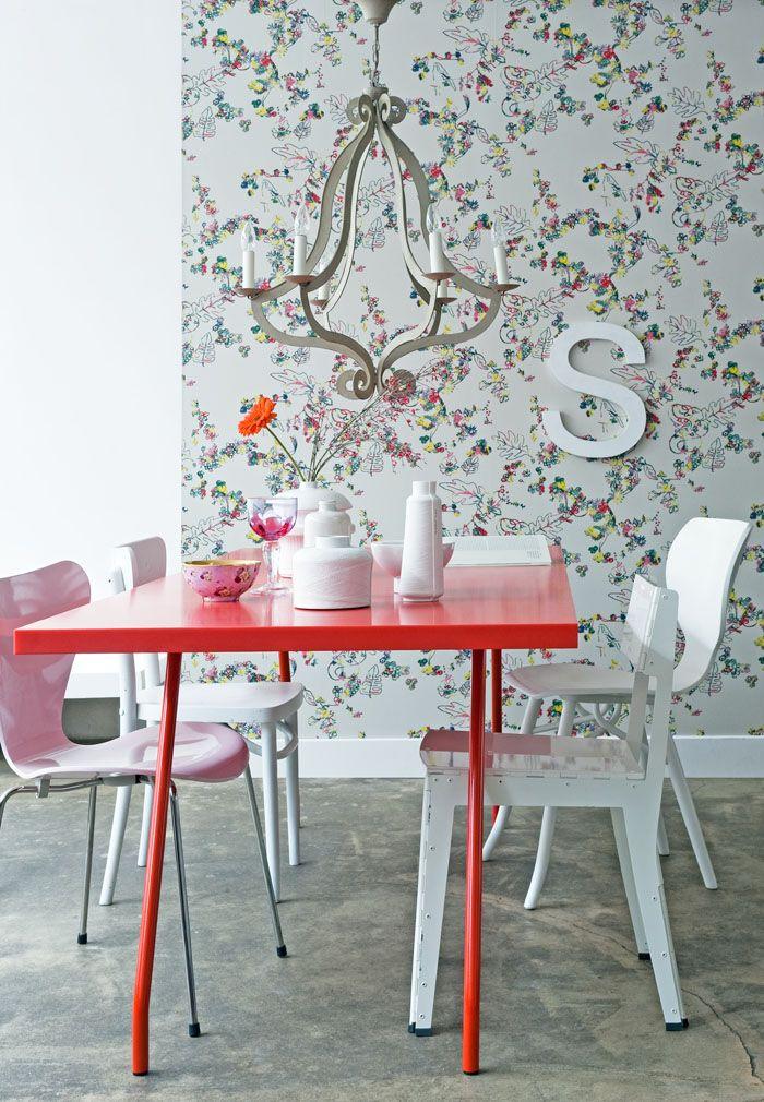 Papier peint floral dans des tons pastel