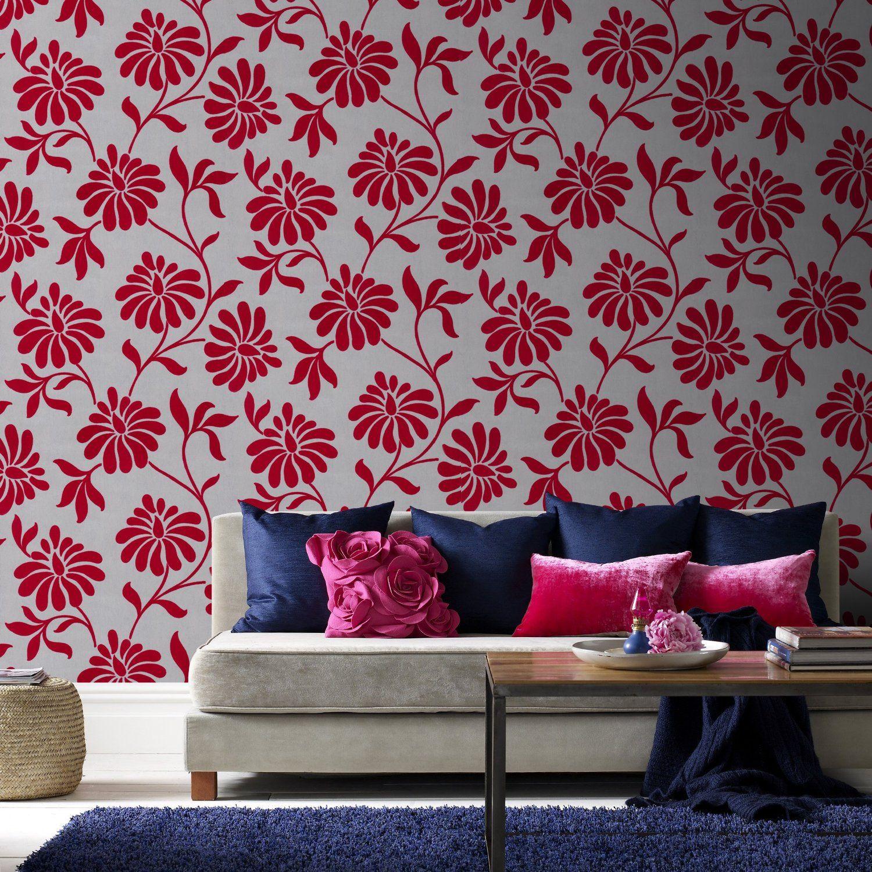 Contraste spectaculaire entre les couleurs du mur et les coussins