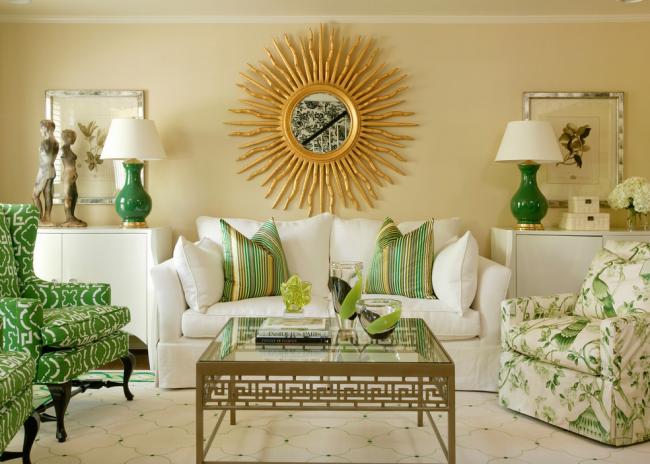 L'abat-jour menthe combiné au vert clair crée un intérieur clair