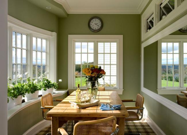 Terrasse couverte aux couleurs apaisantes