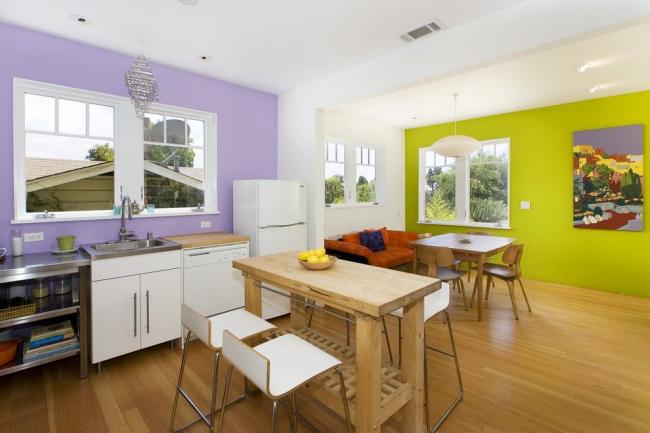 La solution originale pour mettre en valeur la salle à manger en utilisant la couleur du mur