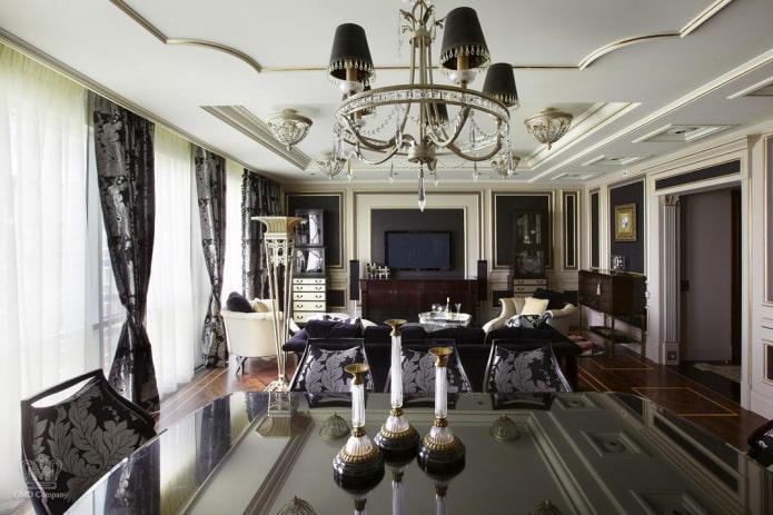 décoration de plafond à l'intérieur dans le style néoclassique