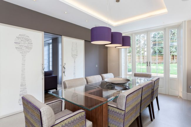 Salon confortable dans un style classique