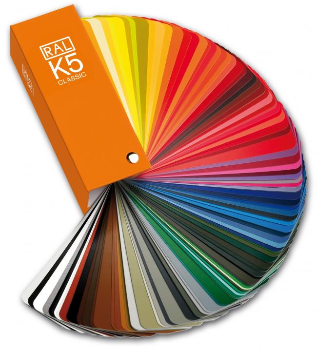 Le marché moderne est riche en un assortiment de solutions de couleur pour les films de plafond tendu