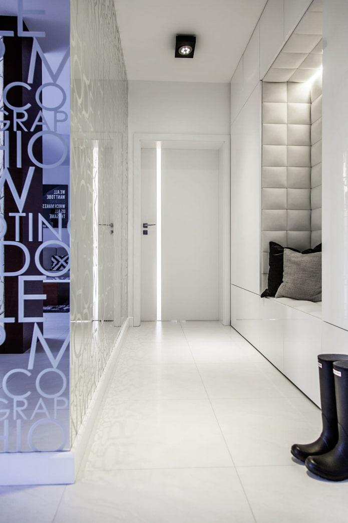 Éclairage décoratif dans le couloir