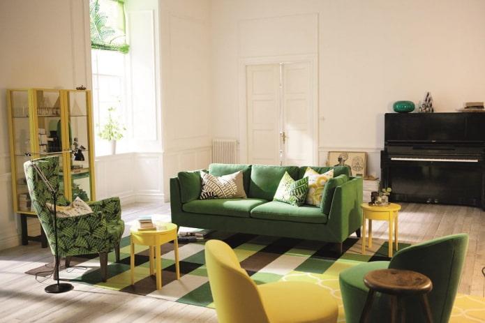 canapé vert à l'intérieur
