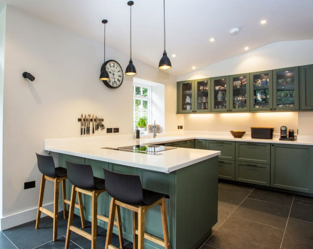 Le rebord de la fenêtre et le comptoir dans la cuisine: idées et mise en œuvre