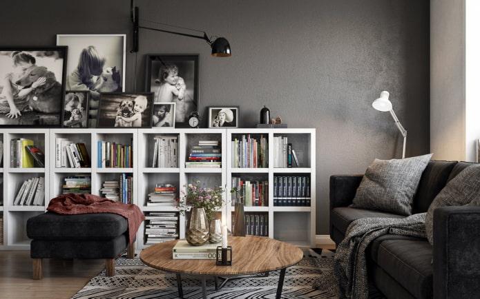 étagères pour livres à l'intérieur du salon