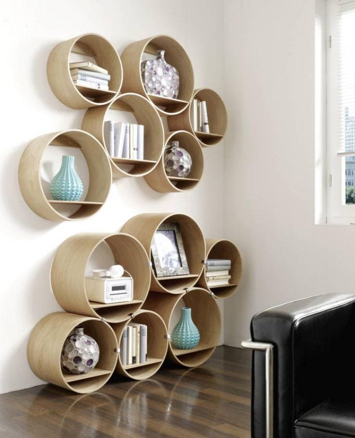 étagères rondes pour livres à l'intérieur