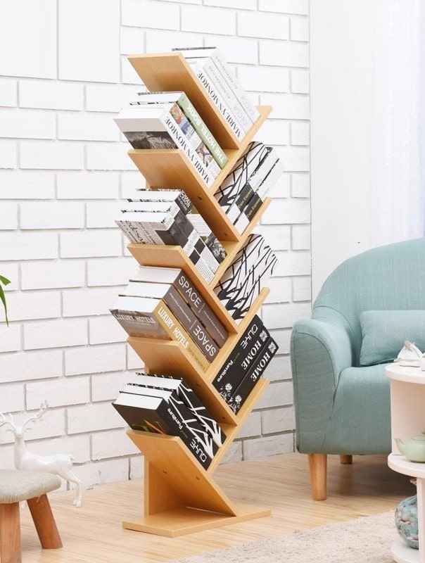 étagères pour livres en forme de chevrons à l'intérieur