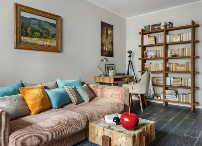 étagères en bois pour livres à l'intérieur du salon