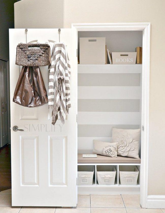 Une petite armoire intégrée ne bloquera pas le passage dans un couloir étroit