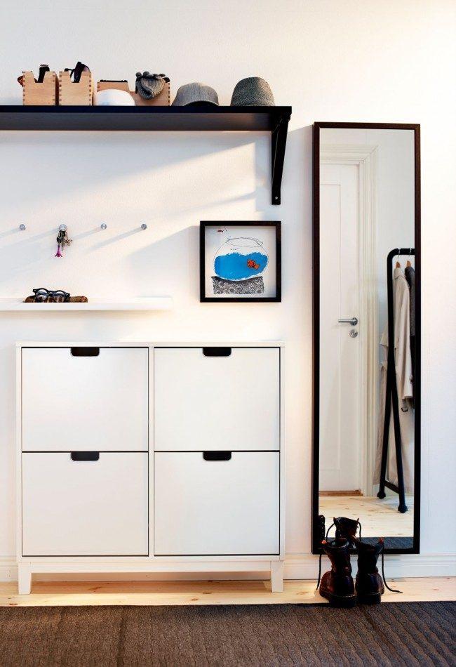 Minimalisme dans un petit couloir d'appartement