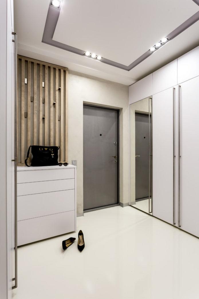 meubles encastrés dans le couloir
