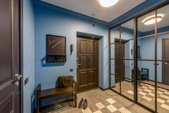couloir carré avec armoire