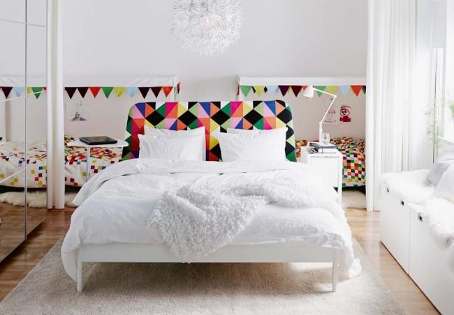 Salle blanche comme neige avec des motifs de mosaïque brillants