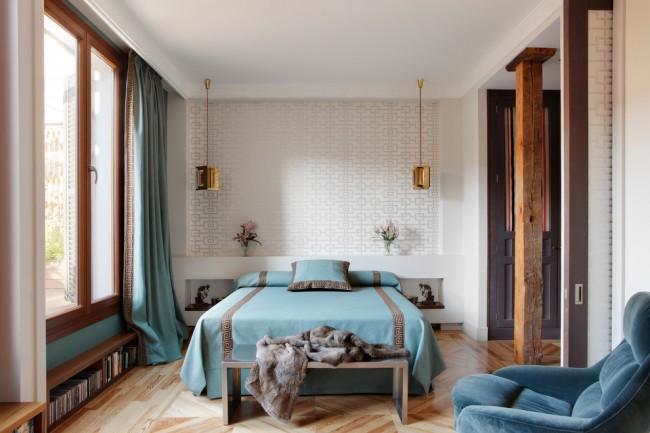 Nuances marines rafraîchissantes dans la décoration de la chambre