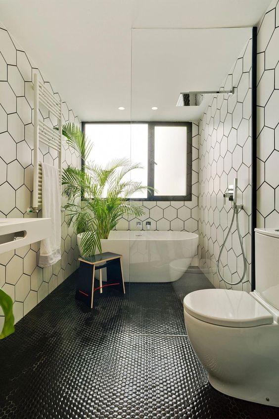 salle de bain noir et blanc avec mosaïque au sol