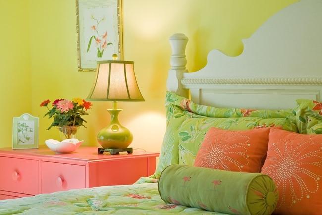 Combinaison féminine et chaleureuse de pistache et de rose