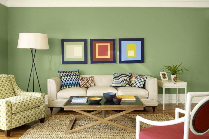 chambre lumineuse aux murs verts