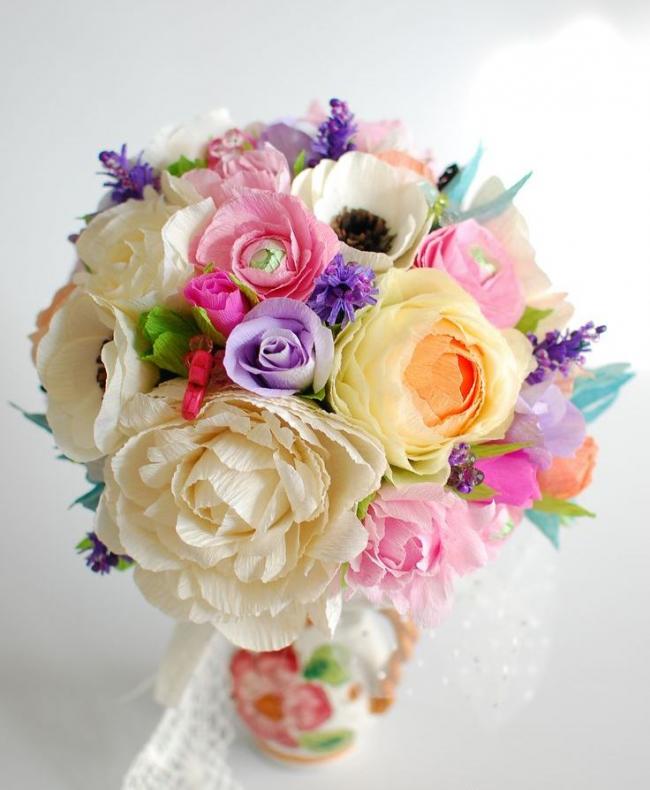 Luxueux bouquet de fleurs en papier ondulé