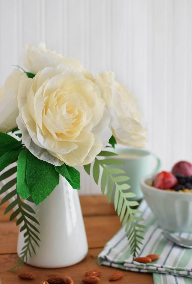 Le bouquet lumineux de papier ondulé est une merveilleuse décoration intérieure