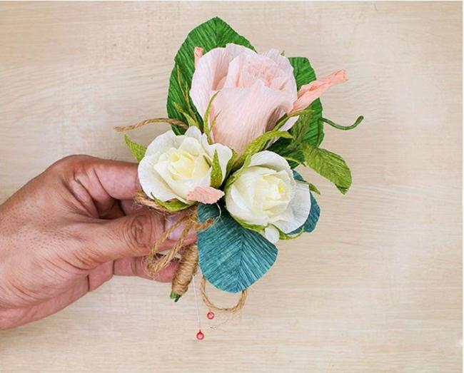 Boutonnière originale en fleurs en papier