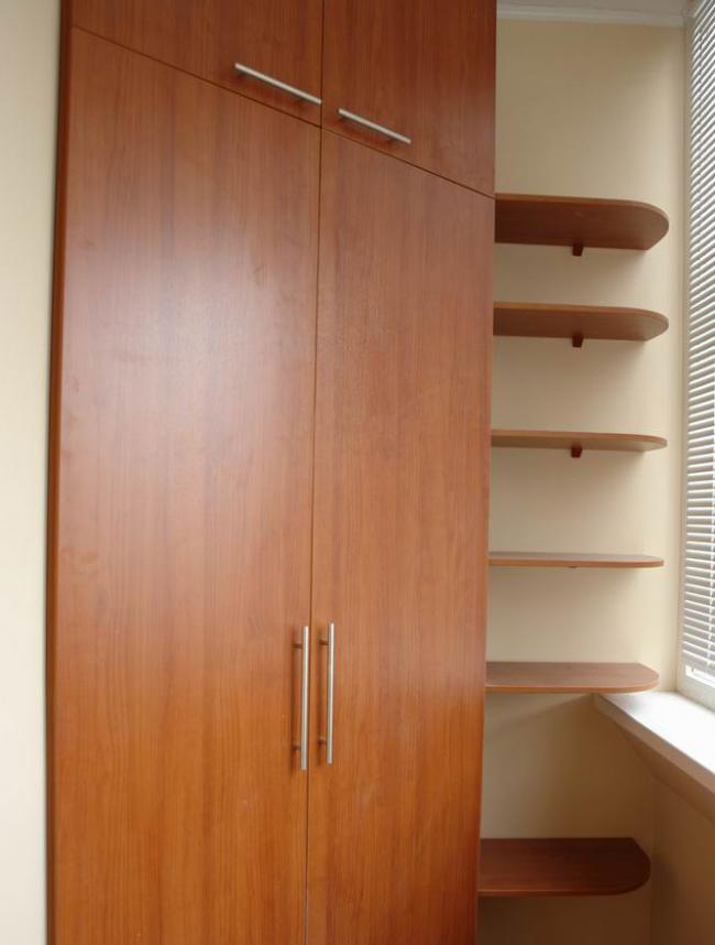 Armoire d'angle avec étagères en aggloméré pour le balcon