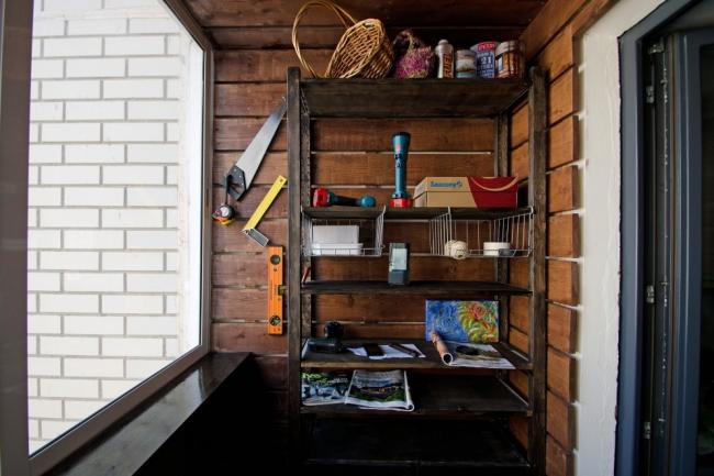 Support en bois ouvert pour ranger les outils et les petits objets