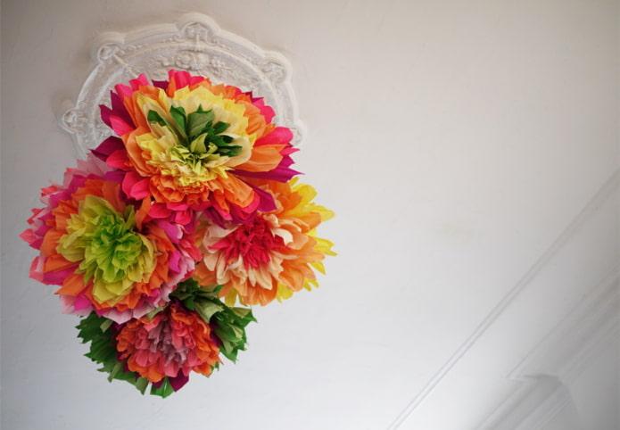 Fleurs au plafond