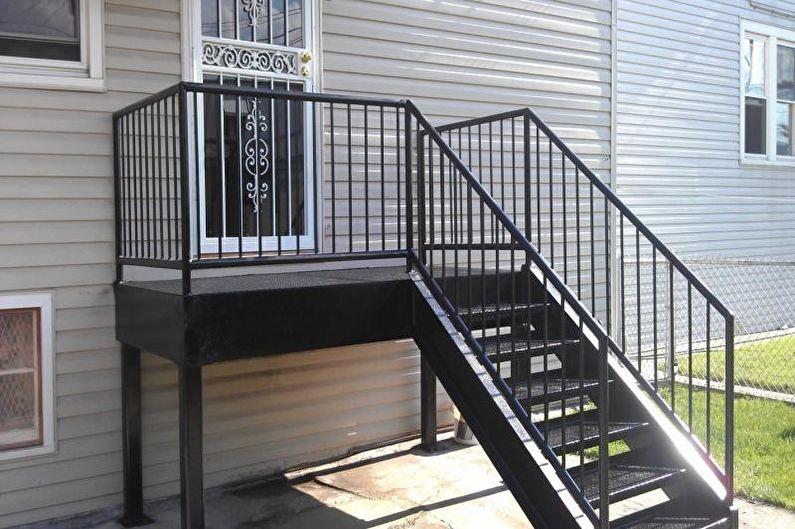 Décoration d'un porche en métal et forgé pour une maison privée - photo