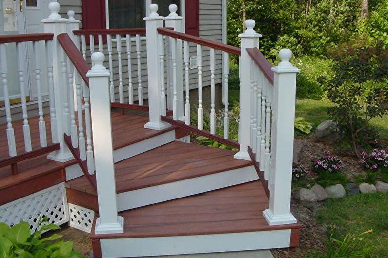 Décoration de porche avec marches et balustrades pour une maison privée - photo