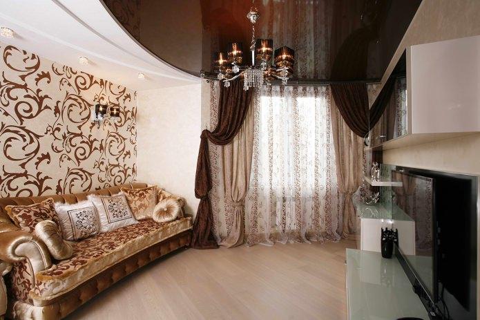 Rideaux à l'intérieur d'un salon beige