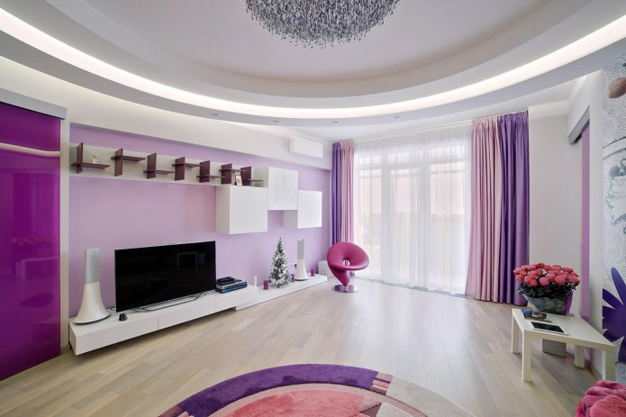 rideaux violets à l'intérieur du salon